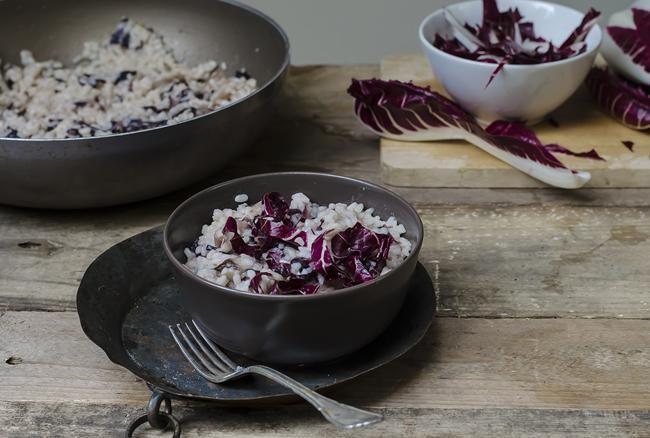 (www.melarossa.it) Broccoli e tofu al curry piccante: Ingredienti per 4 persone: 800 g di cime di broccoli già puliti, 180 g di tofu, 2 cucchiai di olio extra vergine d'oliva, 2 spicchi d'aglio