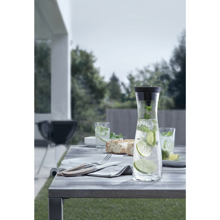 Create your own quenching summer drink with WMF's water carafes!