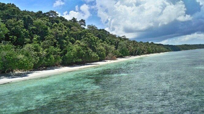 Kakaban Island