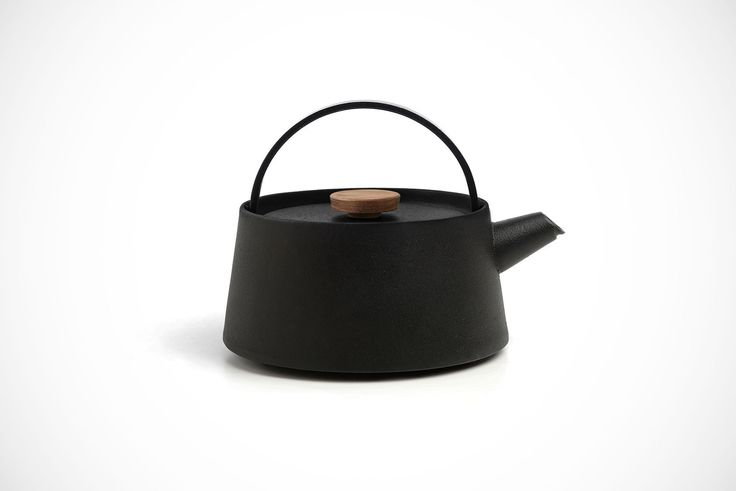 If you're like us and love tradition just as much as modern minimalist design, you'll definitely like the Nambu Cast Iron Kettle designed by Makoto Koizumi.