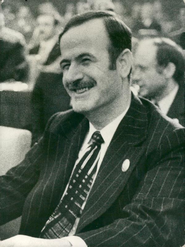 Hafez al-Assad - Vintage photo (eBay Link) | Vintage photos, Image ...