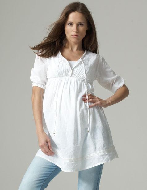 Tunica pentru gravide perfectă peste un maiou de bumbac. Camasa pentru gravide este fabricata din bumbac fin, cu pliuri in zona bustului si ofera pe langa confort, un aer de romantism.