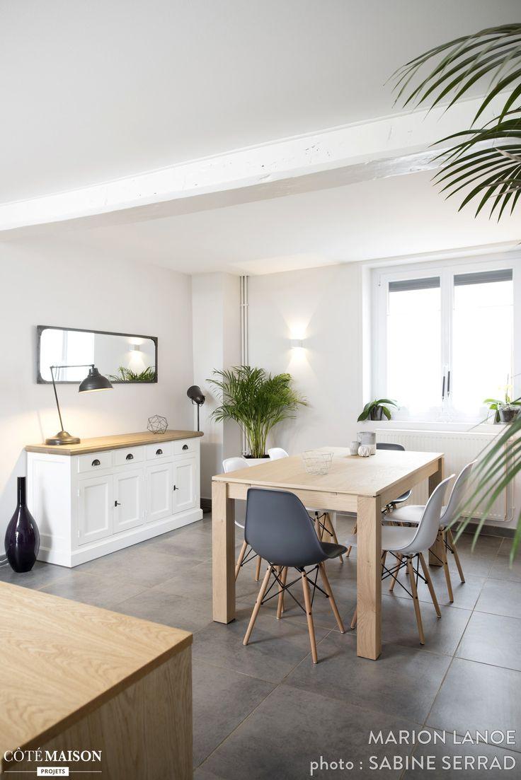 Cette jolie maison à Heyrieux a été complètement rénovée. L'entrée se veut plus fonctionnelle et accueillante. Pour mettre en valeur l'escalier en pierre, celui-ci a été ouvert sur l'entrée. Les poutres au plafond ont été conservées. La cuisine offre un bel espace de repas aux ambiances scandinaves. Une verrière entre la cuisine et l'entrée permet de conserver la lumière traversante et le volume existant. Côté pièce à vivre : le salon et la salle à manger offre une ambiance chaleureuse et…