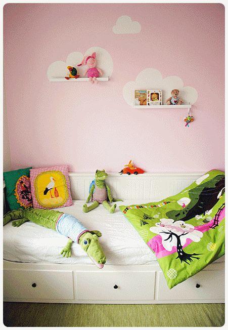 Barnerom i rosa med hvite skyer