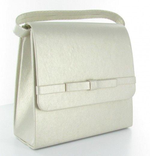 """Elegancka i stylowa mała torebka - """"kopertówka"""". Produkt polski, wykonana z najwyższej jakości skóry ekologicznej. Usztywniona dzięki czemu zachowuje niezmieniony kształt i formę. Zapinana na magnes umieszczony w dekoracyjnej klapce. Wnętrze torebki wykończone podszewką z dodatkową kieszonką na drobiazgi. Torebkę można trzymać w dłoni lub założyć na ramię dzięki dołączonemu, delikatnemu paskowi."""