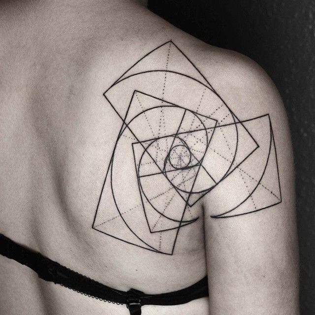 Les Tatouages géométriques qui combinent des Lignes fines et la Nature de Okan Uckun (1)