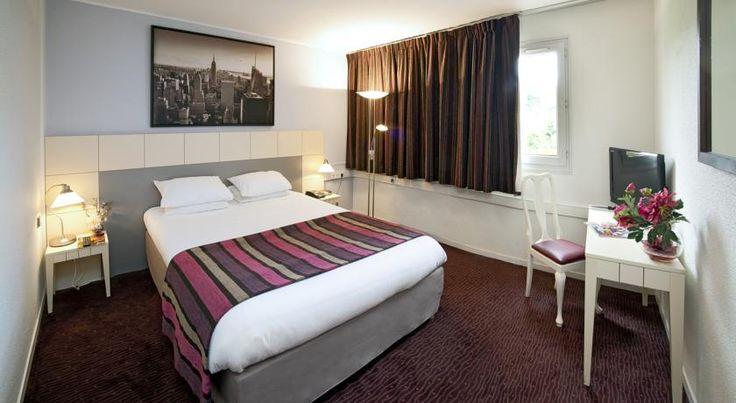 Qualys Hotel Golf Paris Est Rosny-sous-Bois This hotel is located in a quiet area, 6 km outside central Paris, next to the Rosny-sous-Bois golf course. It offers air-conditioned en suite guest rooms with a flat-screen TV with satellite channels.