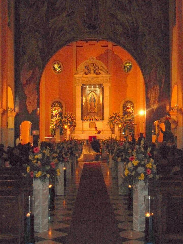 Les comparto esta decoracion que relaece en  la Basilica de Guadalupe, San Salvador, El Salvador. un trabajo realizado en tonos primaverales