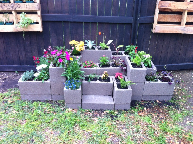 1000 images about how does your garden grow on for Concrete block landscaping ideas
