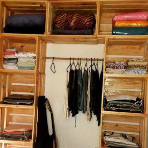 Guarda roupa feito de caixotes na cor natural da madeira. Móveis feitos sob medida para você! Orçamentos : 988174979 #rusticochic #sustentabilidade #pallet #decoracao
