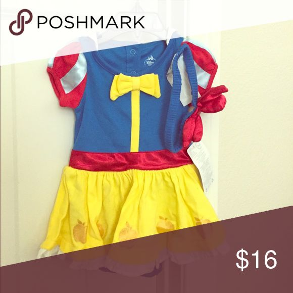 Original Disney Snow White infant bodysuit costume 💥4th of July Sale + 3.99 shipping 💥TODAY ONLY 💥BNWT Disney princess Snow White bodysuit costume size 6-9m. Comes with cute headband with red bow. Original from the Disney Store. Costumes