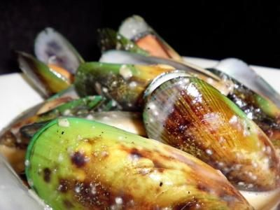 New Zealand Green Lip Mussels, Garlic, Thyme, Chardonnay Broth - Recipe from  Arnold Palmer's Restaurant.