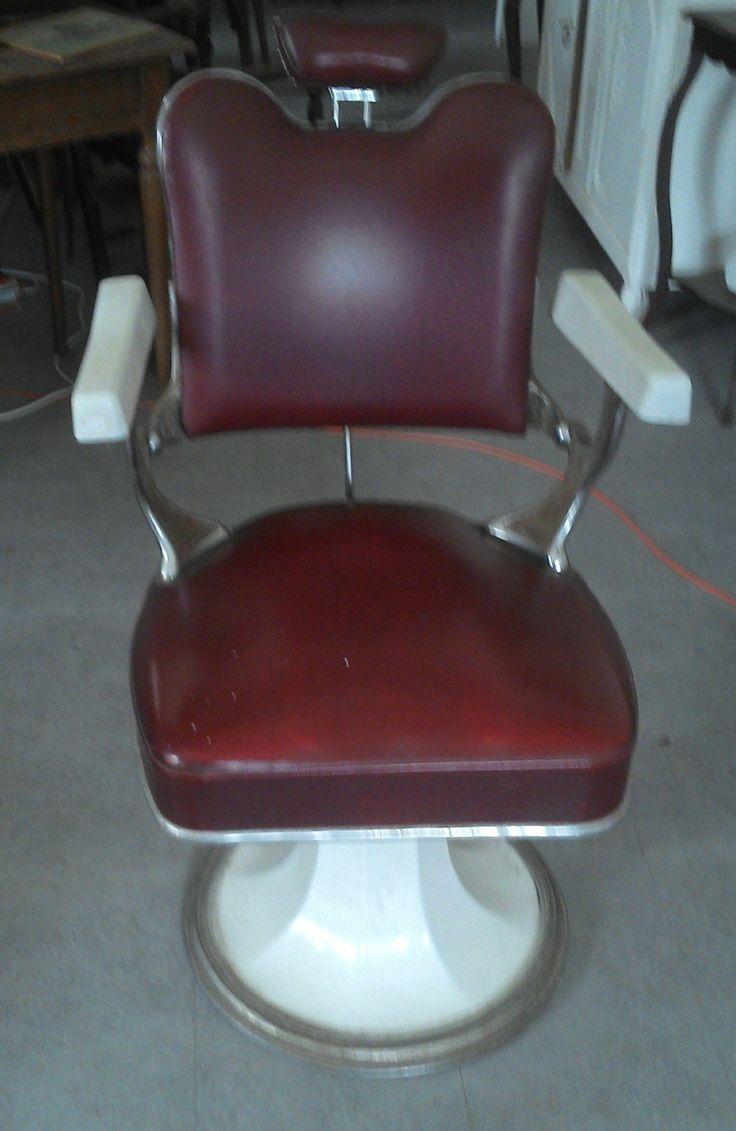 ancien fauteuil de barbier coiffeur cuir  rouge  émaillé blanc DE LA MARQUE FIGARO PARIS via didoulabrocante. Click on the image to see more!