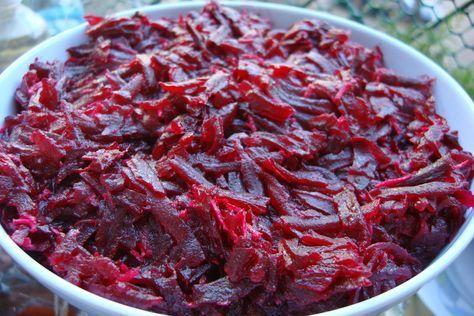 A húsok mellé fenséges céklasalátákat ajánlunk! Alig van munka ezekkel a finomságokkal, de nem lehet betelni velük! Céklasaláta Hozzávalók 50 dkg csíkokra vágott ecetes cékla,[...]