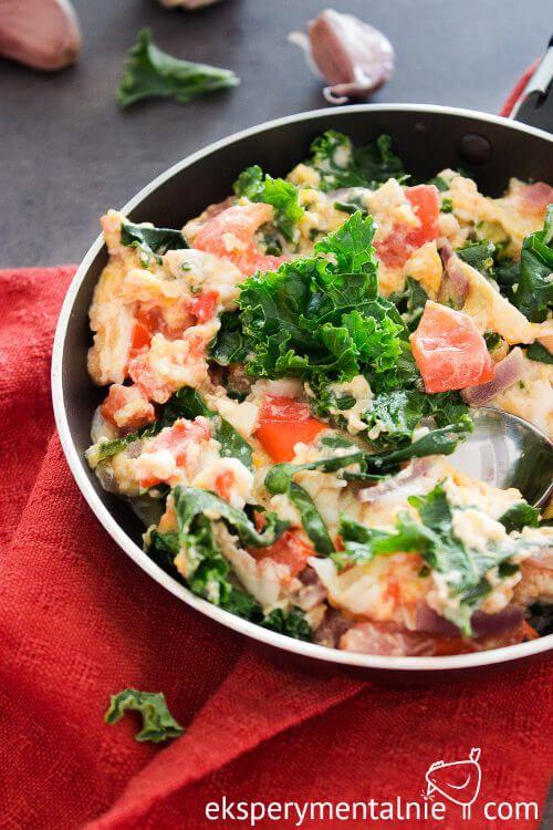 Jajecznica z jarmużem – jarmuż na śniadanie / Scrambled Eggs with Kale