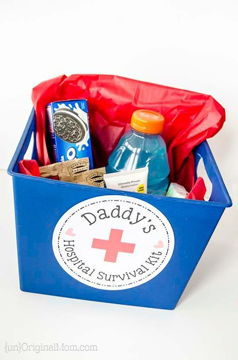 "Put together a small ""hospital survival kit""  for the daddy-to-be - a great list of things to include in daddy's hospital bag!  (includes a free printable label!)"