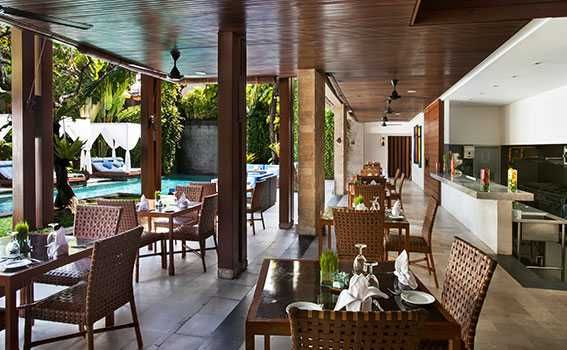 villa Seminyak restaurant by the pool