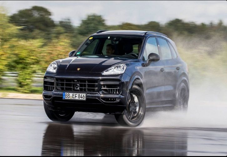The 2018 Porsche Cayenneoffers outstanding style and technology both inside and out. See interior & exterior photos. 2018 Porsche CayenneNew features complemented by a lower starting price and streamlined packages.The mid-size 2018 Porsche Cayenneoffers a complete lineup with a wide variety of finishes and features, two conventional engines.