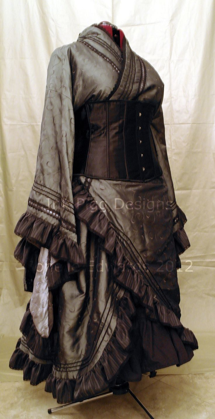 Haunted Mansion inspired neo-victorian goth kimono. Jonelle Edwards Costume Designer at Ink Pigg Designs.