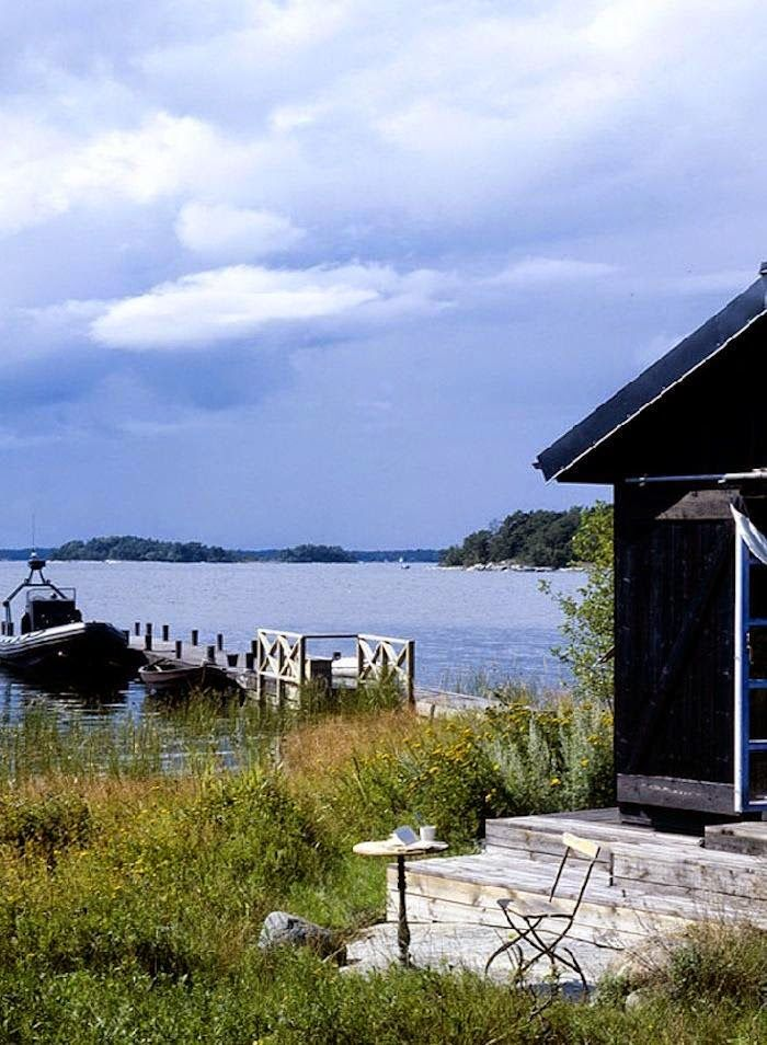 A lovely relaxed cabin in the Stockholm archipelagos.Home: Carouschka Streijffert, Photography: Martin Löf.
