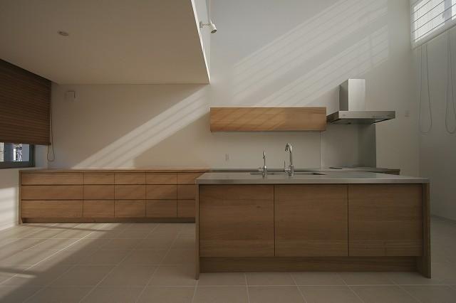収納充実のアイランドキッチン(S邸・公園前の家I) - キッチン事例|SUVACO(スバコ)