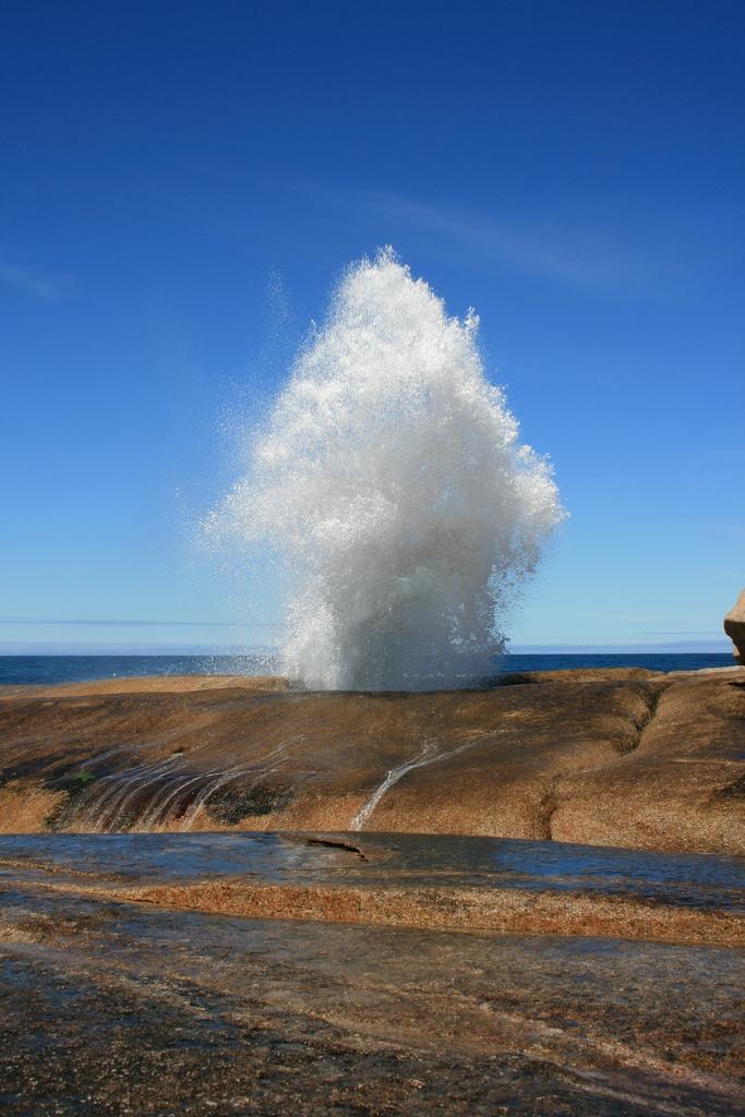 nosens:    Bicheno Blowhole (by juleen57)