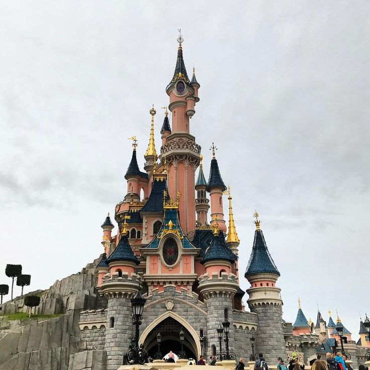 "Disneyland Paris _shutterbug_ (@_shutterbug_bec_) on Instagram: ""Disneyland Paris, on the coldest day ever❄️☃️ #disneylandparis #disneyland #princesscastle #castle…"""