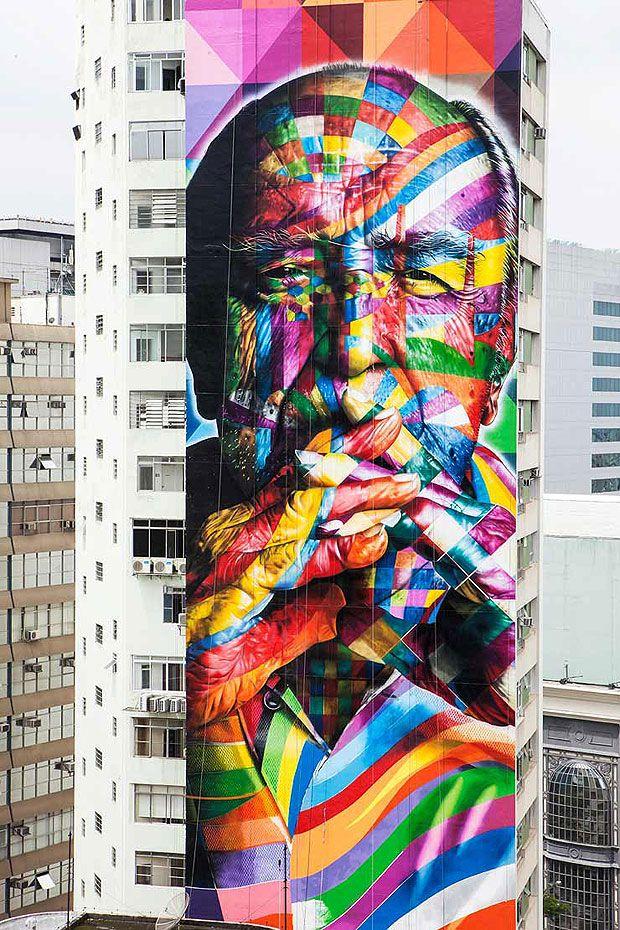 O mural do artista Eduardo Kobra, pintado em 2013 em São Paulo, na lateral do edifício Ragi, em homenagem ao arquiteto Oscar Niemeyer.