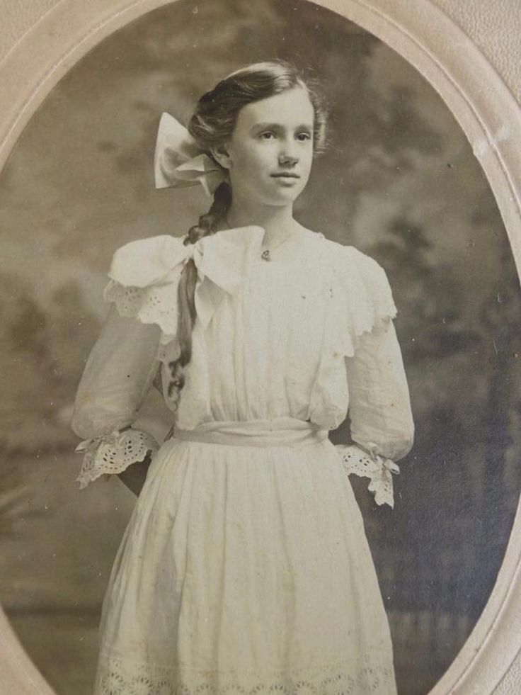 155 best antique vintage photos pretty women images on. Black Bedroom Furniture Sets. Home Design Ideas