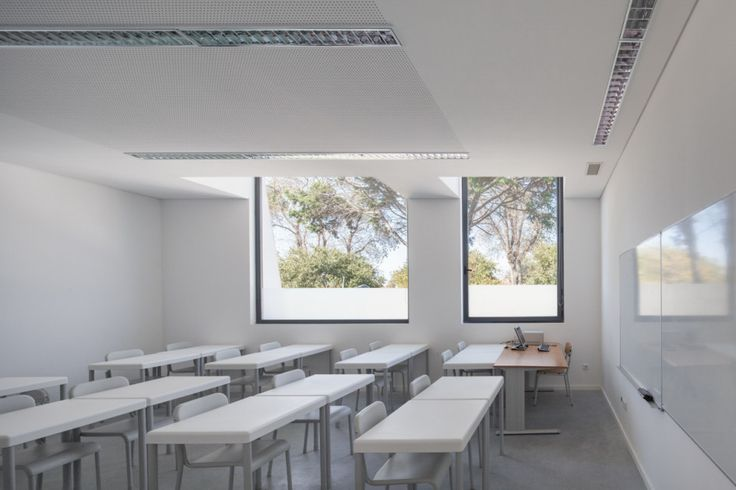 Architecture, Wonderful Class Room Design In White Theme Using Luxury White Study Table And Chairs Looks Beautiful: Ultramodern College Desi...