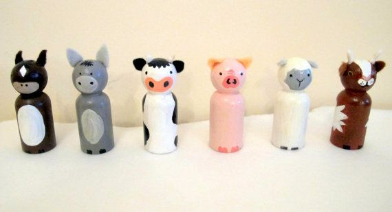 Ensemble de poupée miniature Peg : « Sur la ferme »  Comprend 6 poupées de peg peint à la main : 60 mm x 21 mm (+ oreilles / cornes)    Plante ornementale. Ne convient pas aux enfants.  Commandes personnalisées disponibles. S'il vous plaît m'envoyer un message pour toute demande particulière.