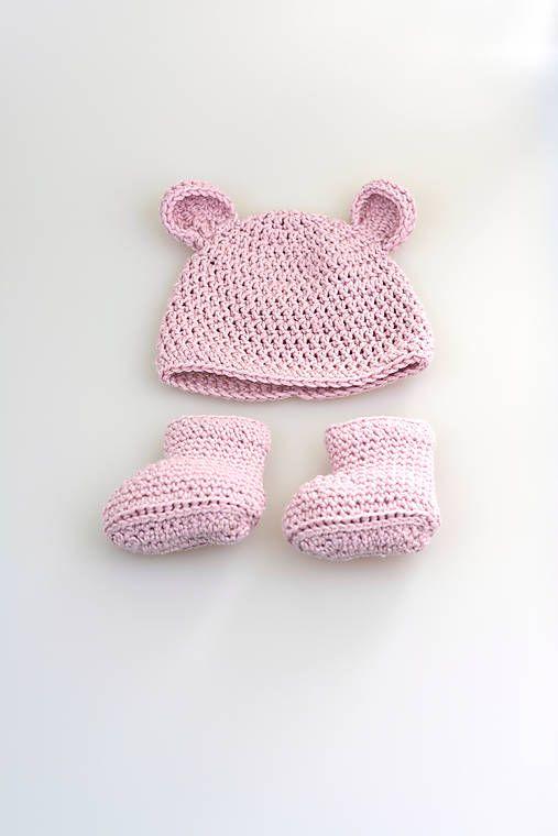 Súprava pre novorodenca je ručne háčkovaná z prírodného materiálu-z kvalitnej ružovej nórskej priadze - v pomere 50% merino vlny tej najvyššej triedy a 50% mäkkej, jemnej dlhovláknovej in...