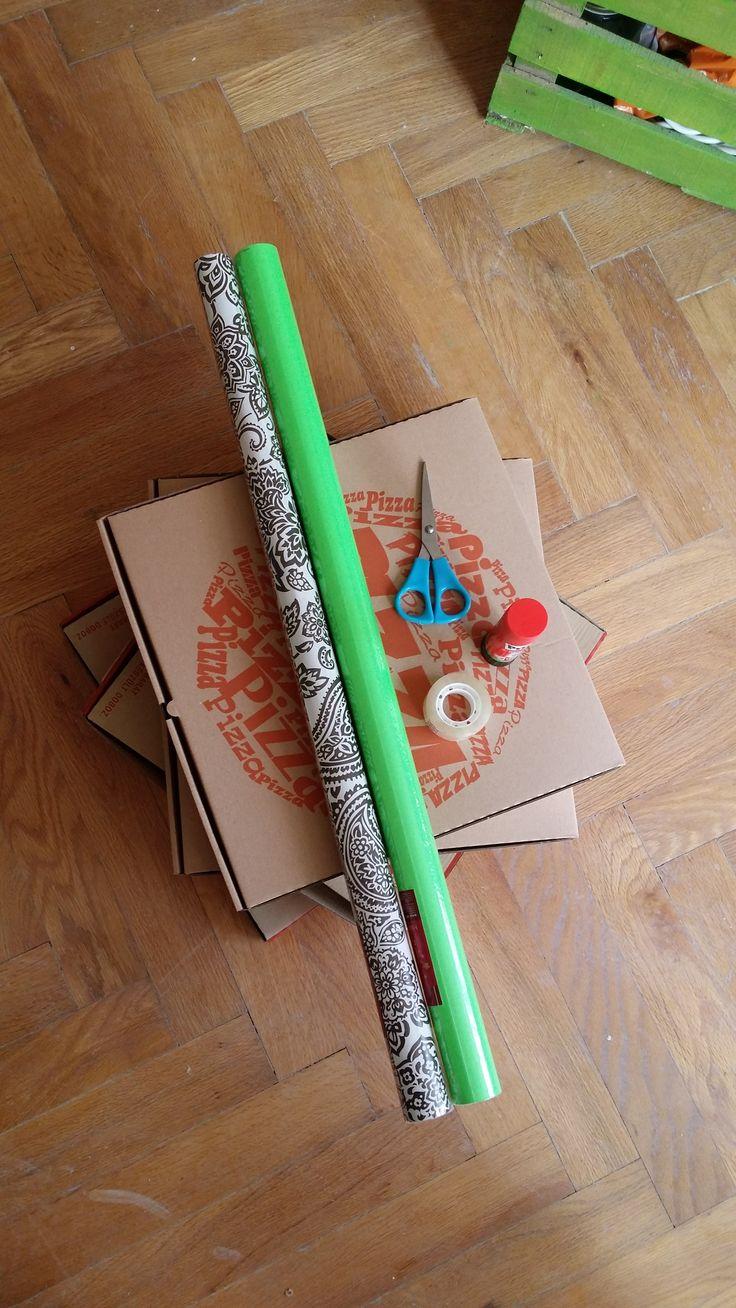 Fali dekoráció pizzás dobozból
