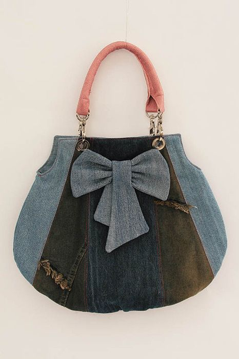 Do not want to put to use old jeans and sew fashionable handbag? Jeans can be completely different colors and shades.