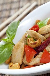 ČÍNA Čínské koření je směs ostřejší chuti, vhodná do pokrmů čínské kuchyně. Obsahuje hlavně papriku, glutaman, chilli, pískavici, bazalku, muškátový ...