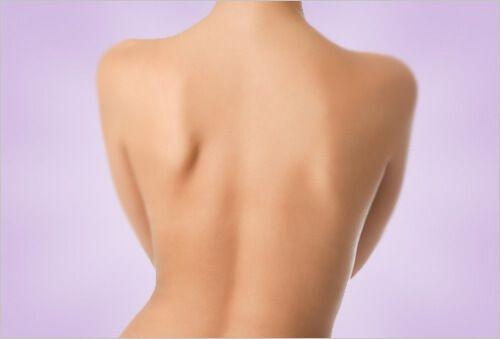 Dans la suite de cet article, nous allons partager avec vous quelques conseils pour éliminer l'acné du dos et obtenir une plus belle peau, sans taches ni boutons.