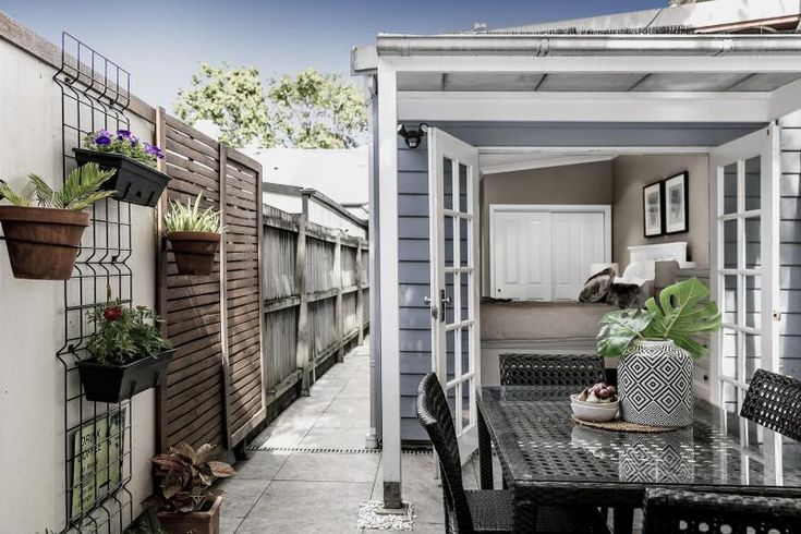 Chic designer outdoor living. What a perfect way to make the most of a small space!