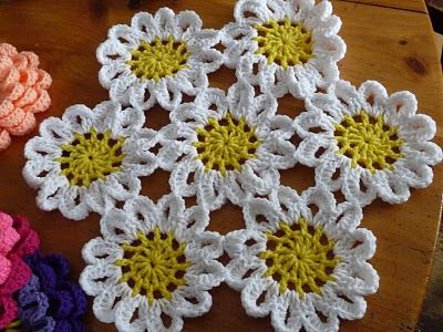 Very pretty crochet daisies
