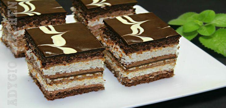 Prajitura de vis cu nuca si ciocolata este o prajitura festiva perfecta pentru sarbatori .Spre deosebire de Prajitura de vis cu nuca de cocos , prajitura