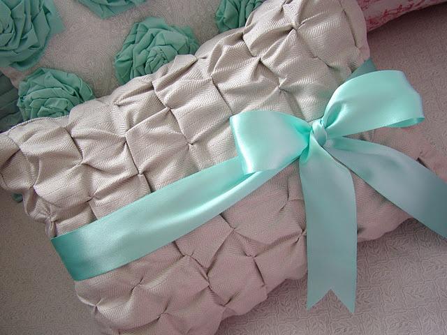 Cute throw pillows!