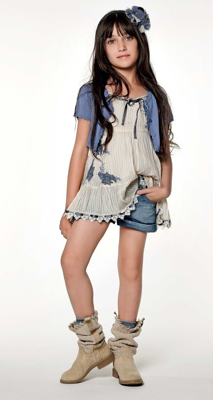 TWIN-SET Girl collection: Knitted short cardigan, creased top with embroidery, denim shorts and boots with fabric leg
