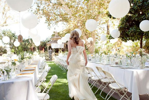 Ideas para decorar las mesas de la boda con globos: Outdoor Wedding, Wedding Decoration, Wedding Inspiration, Reception, White Balloons, Wedding Ideas, Weddings, Wedding Balloons, Dream Wedding