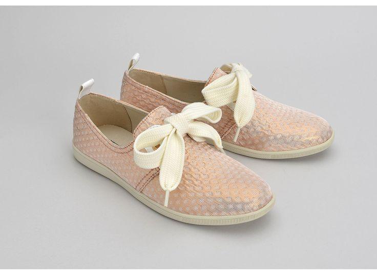Chaussure Armistice à gros lacets. Découvrez le modèle Stone one Palace Dragée, une toile brillante rose et un noeud géant.