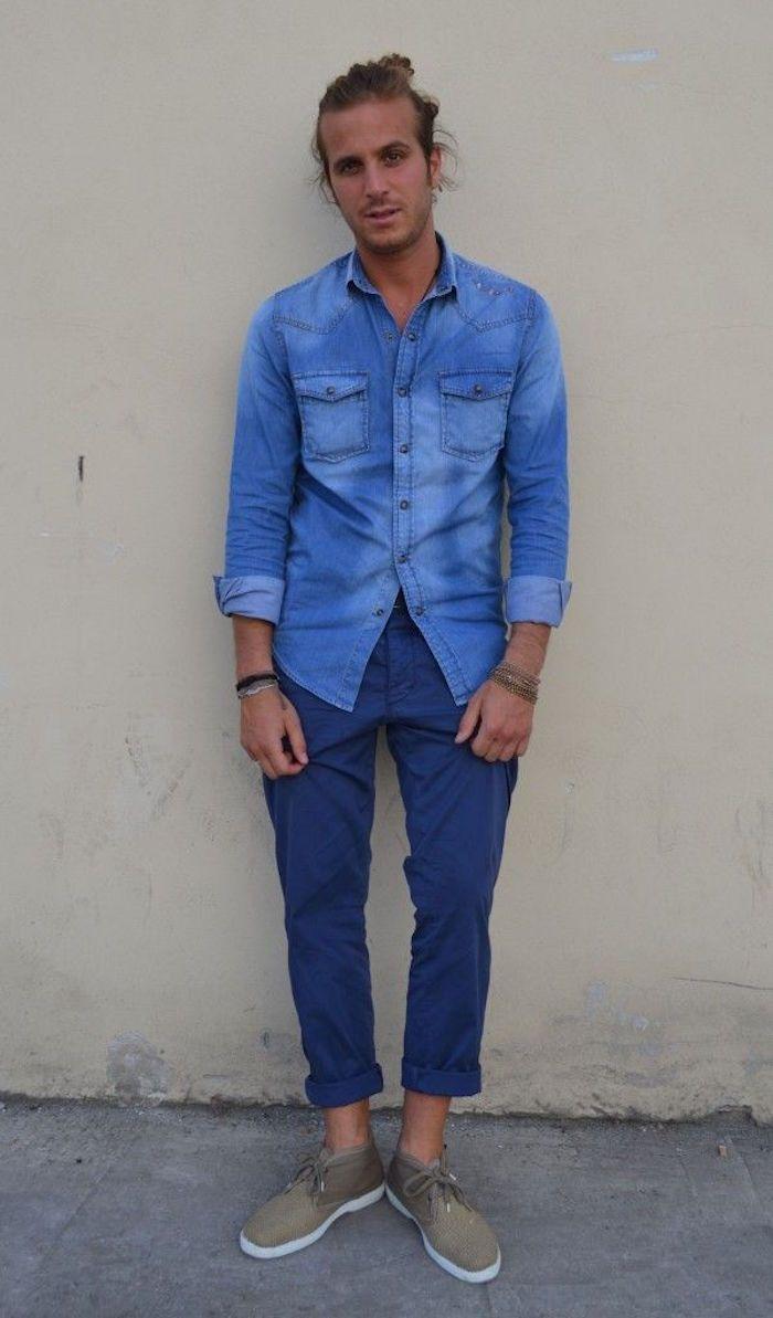 4847a03147585 avec quoi mettre chemise en jean pantalon chino bleu chaussure beige