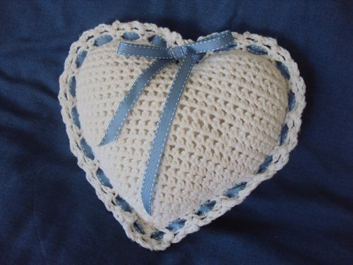 Rose scented heart pillow - Crochet Me