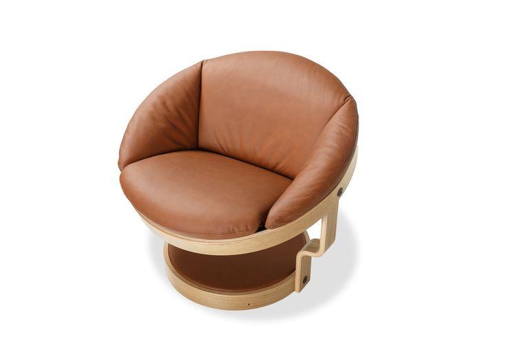 Loungestolen Convair ble lansert i Oslo i 1972, og modellen ble fort en internasjonal suksess. Convair er en komfortabel svingstol med en helt særegen form, med ringer og timeglassformede ben i laminat som hovedkomponenter. Den nye, forbedrede versjonen av stolen har et moderne tilsnitt, godt egnet for private hjem så vel som lobbyer, hoteller, m.m.