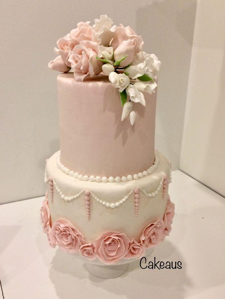 Wonderful, romantic rose wedding cake, sugarpaste flowers, Vaaleanpunainen ja valkoinen romanttinen ruusukakku, kukat sokerimassaa