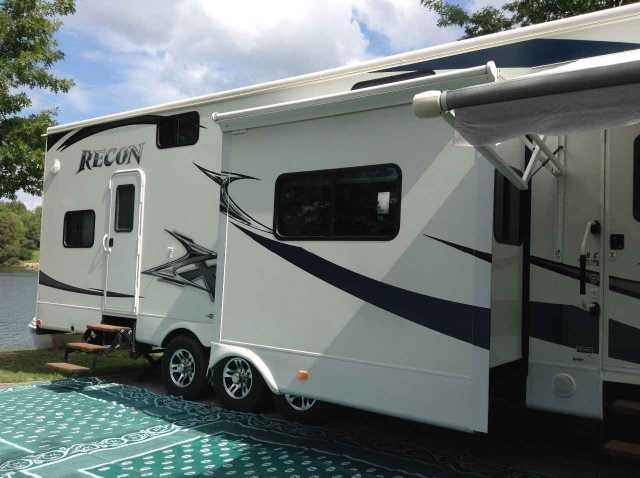 2011 Used Jayco Recon 39C Fifth Wheel in West Virginia WV.Recreational Vehicle, rv, PRICED REDUCED - PRICE REDUCED 2011 Jayco Recon 39C, LIKE NEW 5TH WHEEL TOY HAULER PRICED TO SALE IN WEST VIRGINIA 304-553-9562 ERIC NEW PRICE $79,742 HIGH GLOSS GEL COAT PAINT 5500 WATT GENERATOR DUAL PANE WINDOWS WASHER/DRYER COMBO LARGE HOLDING TANKS $16,000 WORTH OF OPTIONS POLAR PACKAGE USED MAYBE 2 MONTHS TOTAL 2 SUMMERS ON WEEKENDS AT LAKE Suggested List Price Low Retail Average Retail Base Price…