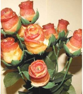 LOVE BACON??? Good valentines gift idea for guys!! Bacon Rose bouquet