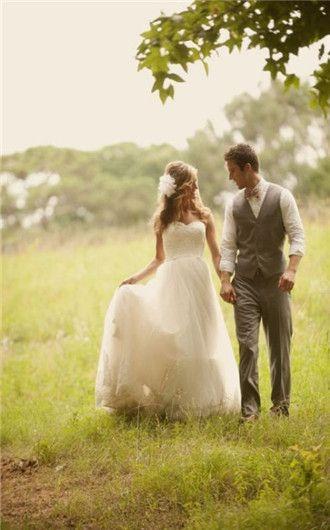 simple wedding dress/cute picture idea